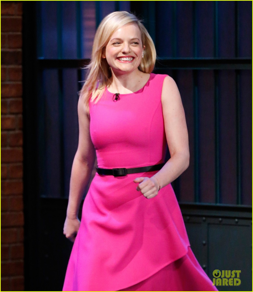 elisabeth moss talks shooting the mad men finale on late night 023386277