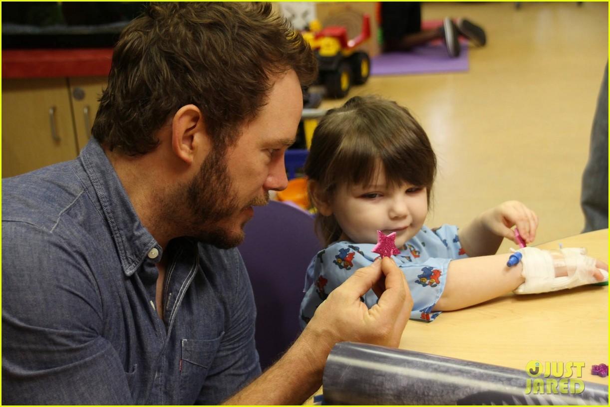 chris pratt teaches sick children how to train velociraptors 113399372