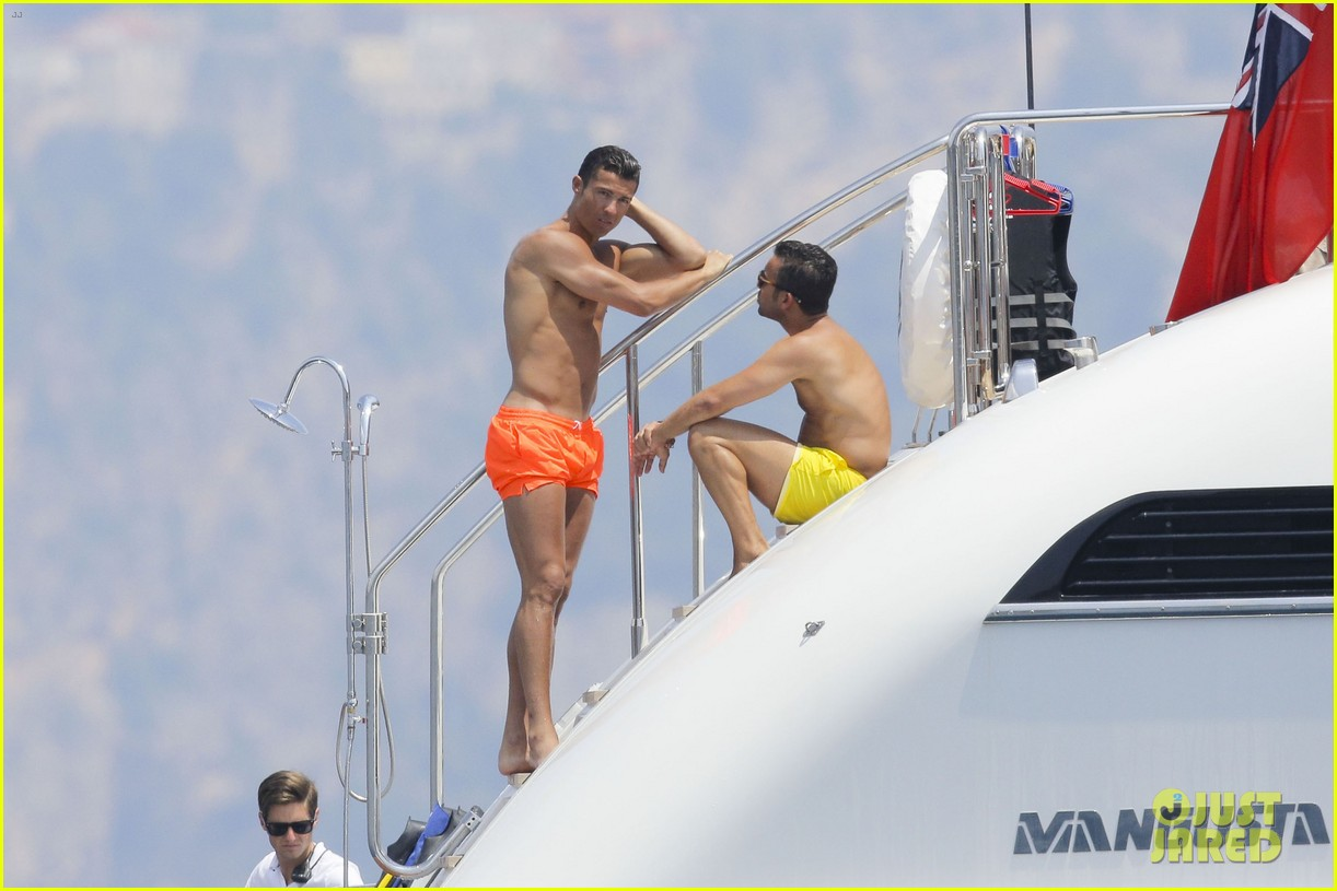 cristiano ronaldo bares hot shirtless body again in monaco 10