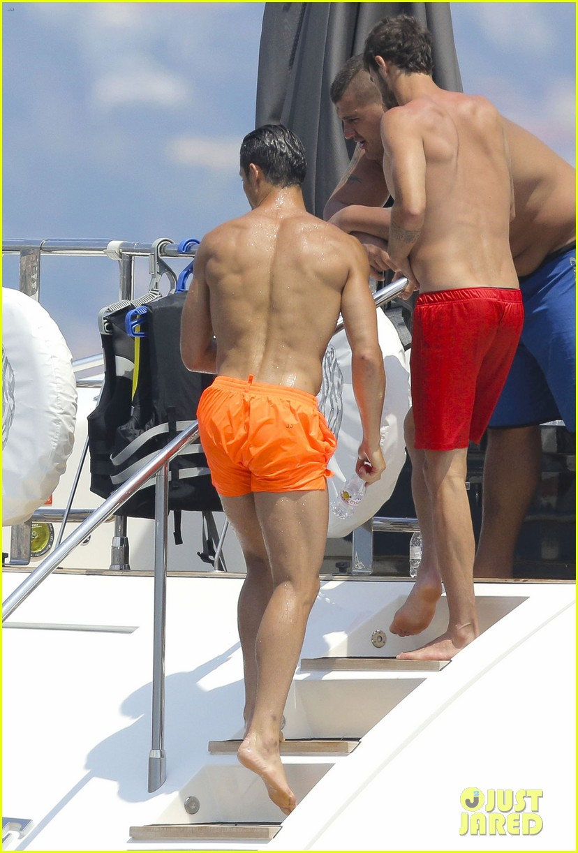 cristiano ronaldo bares hot shirtless body again in monaco 15