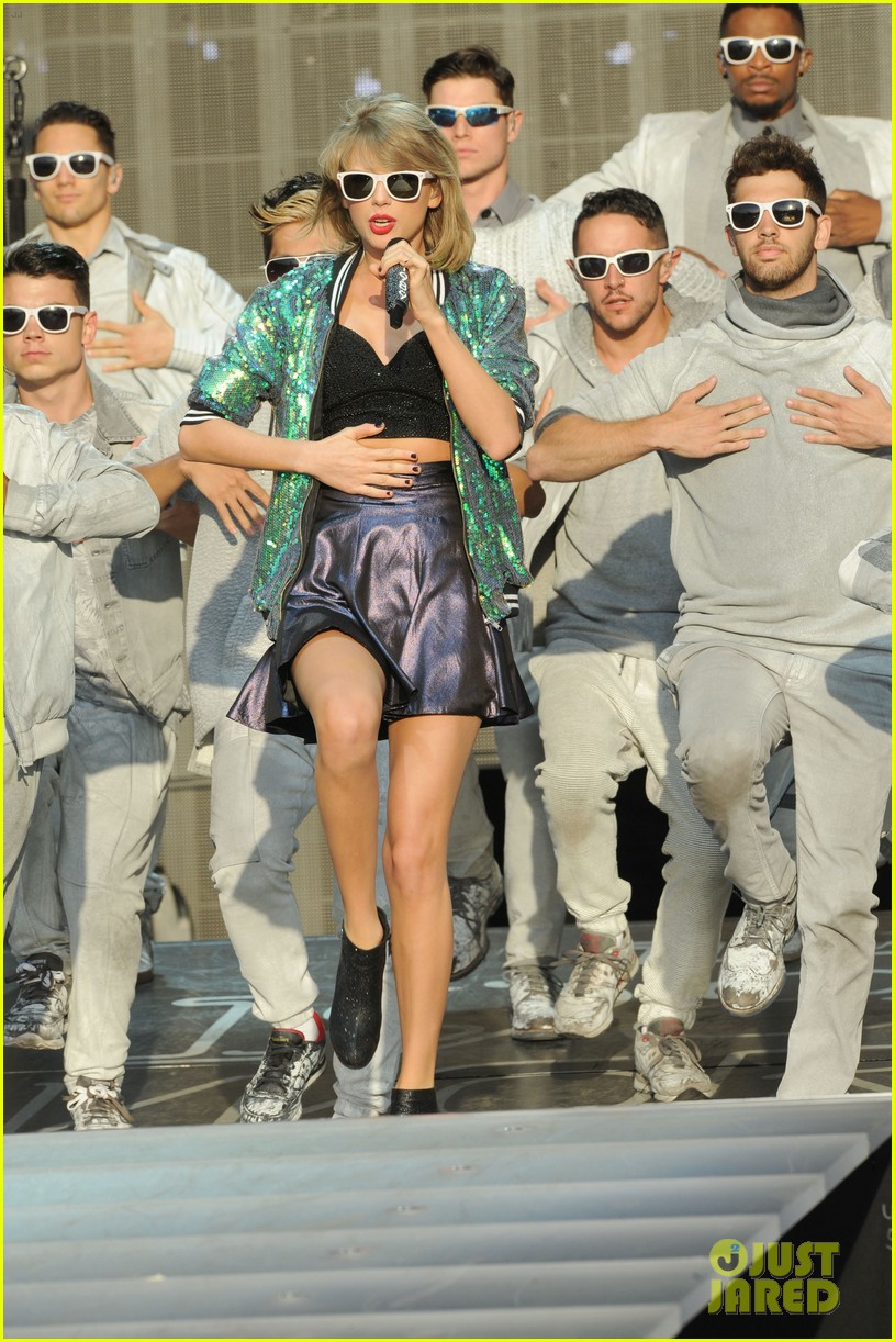 taylor swifts style squad in london is her best one yet 093403222