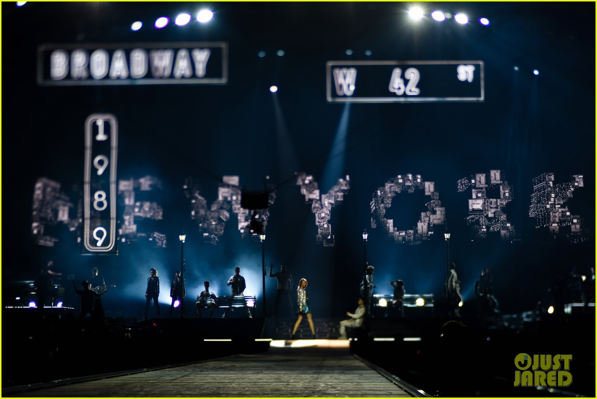 taylor swift performs in europe calvin harris watches her cats 06
