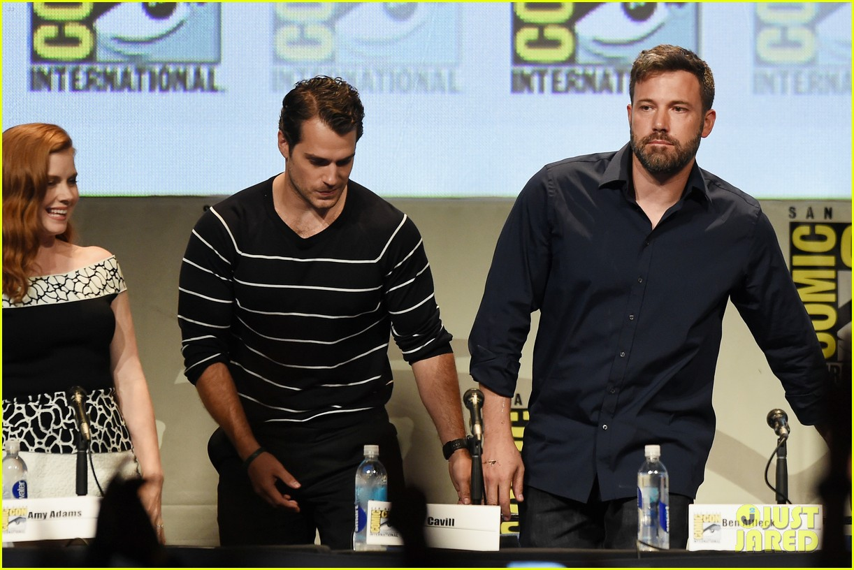 ben affleck makes first post split appearance at comic con 103413892