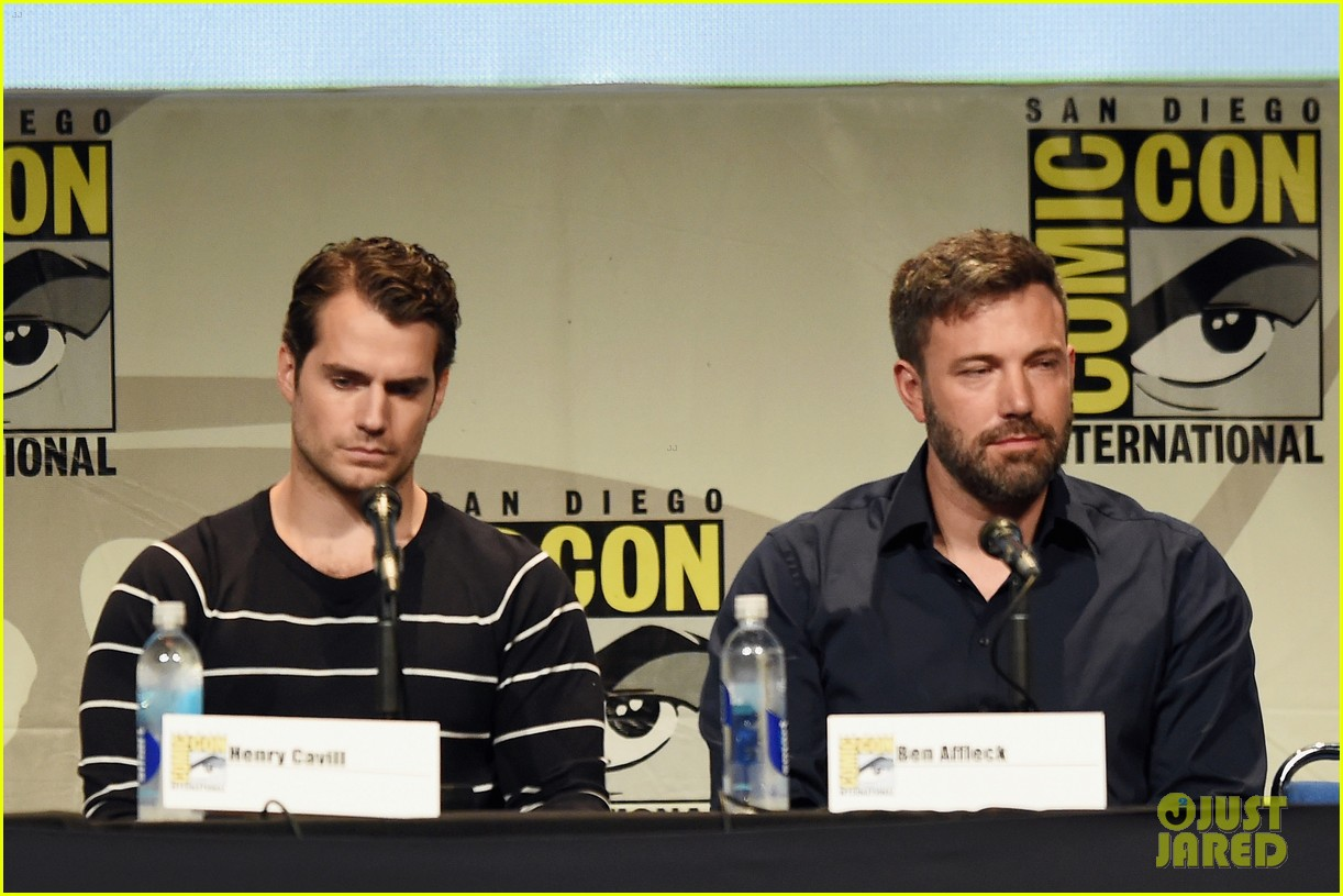ben affleck makes first post split appearance at comic con 293413911