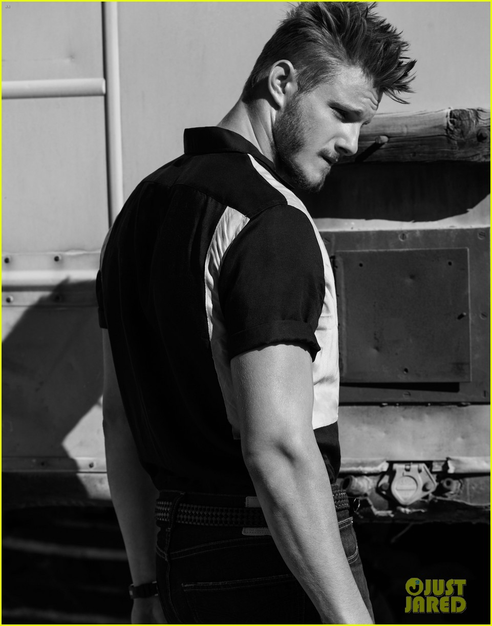 alexander ludwig flaunt shirtless underwear 08