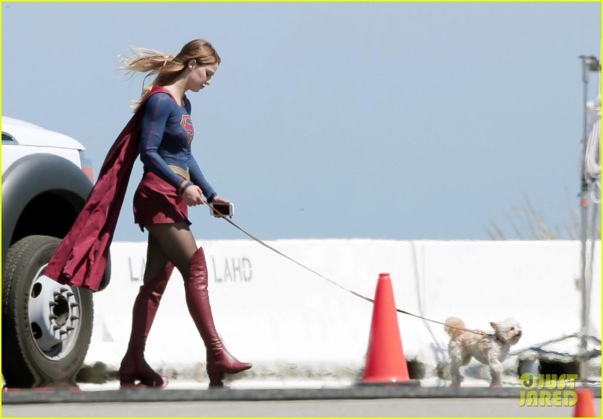 Melissa Benoist Proves Supergirl's Normal Activities Are Awesome Melissa-benoist-gets-supergirl-set-visit-from-husband-blake-jenner-10