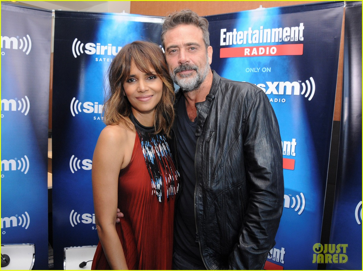 http://cdn01.cdn.justjared.com/wp-content/uploads/2015/07/berry-storm/halle-berry-wants-to-play-storm-in-standalone-movie-03.jpg