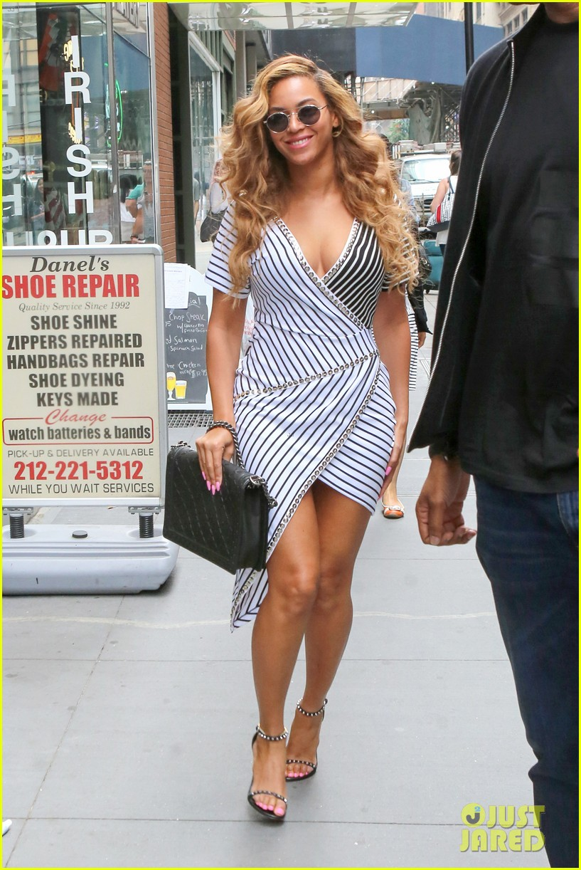 beyonce curve hugging dress nyc 05