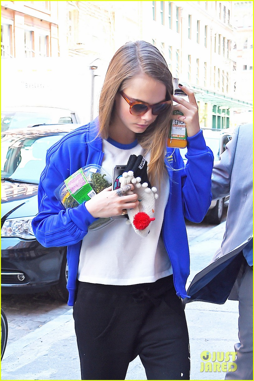 cara delevingne cupcake beanie no disappoint fans 033421817