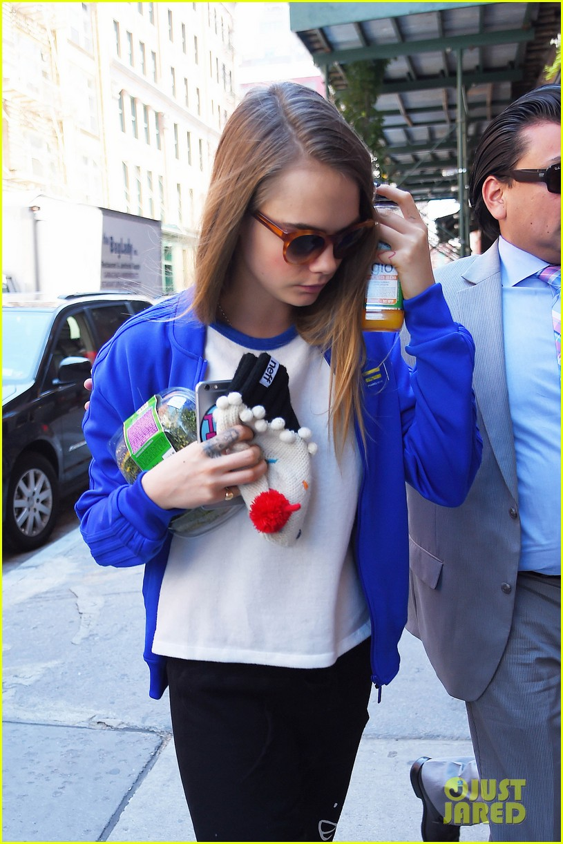 cara delevingne cupcake beanie no disappoint fans 063421820