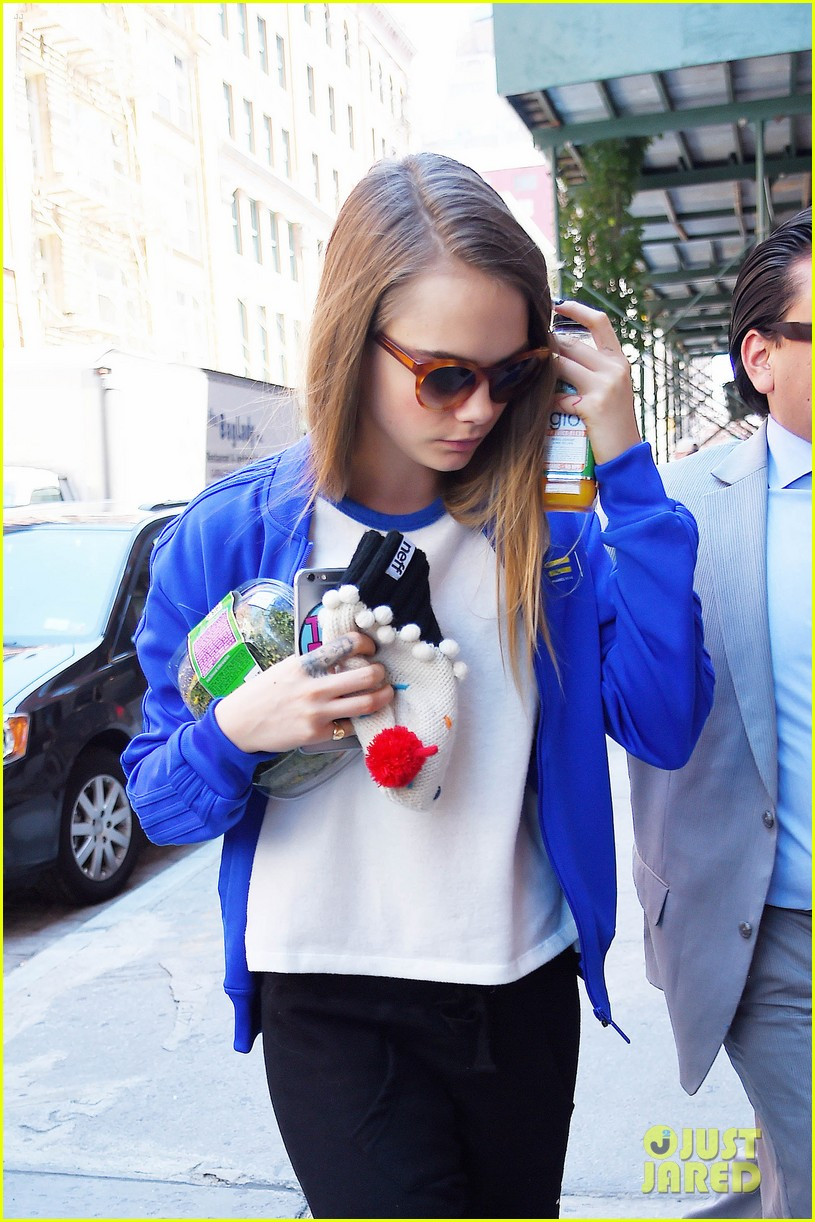 cara delevingne cupcake beanie no disappoint fans 093421823