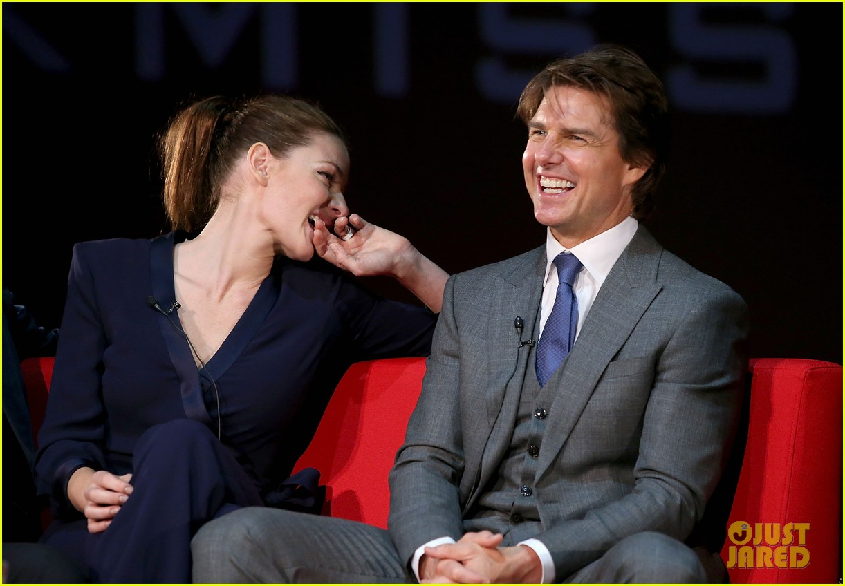 Tom Cruise Pulls Off a Stunt at 'Rogue Nation' UK Premiere ...