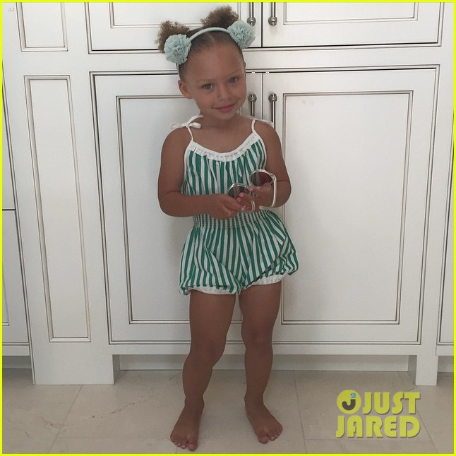 riley curry celebrates 3rd birthday by dancing to  u0026 39 whip