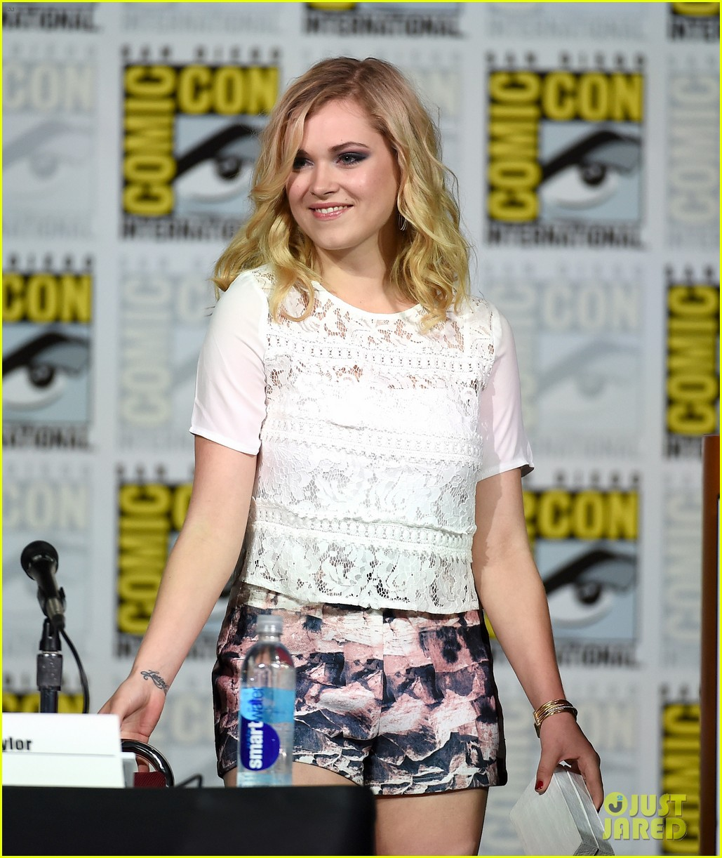 eliza taylor fan favorite 2015 comic con 033415191