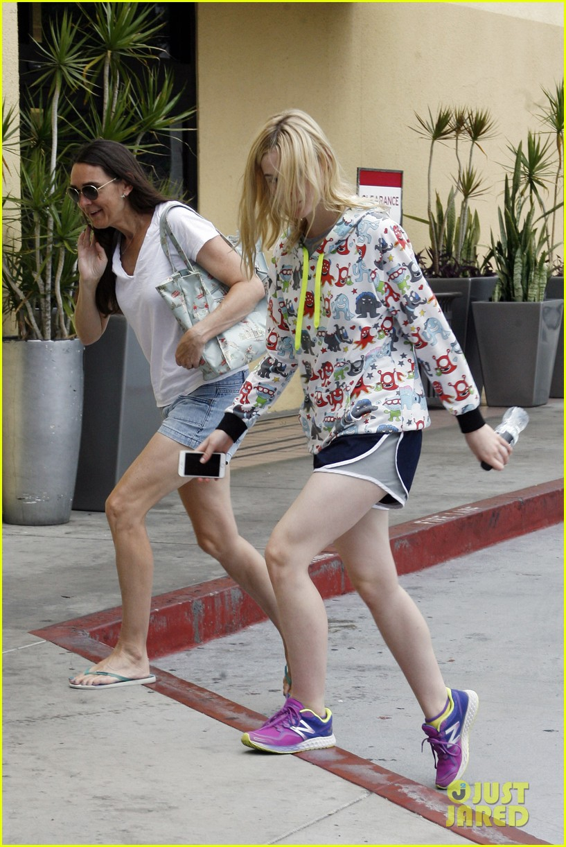 elle fanning joans lunch after workout 063419030