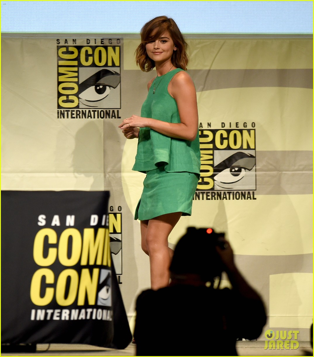 hayley atwell & jenna coleman are kick-ass women at comic con 2015