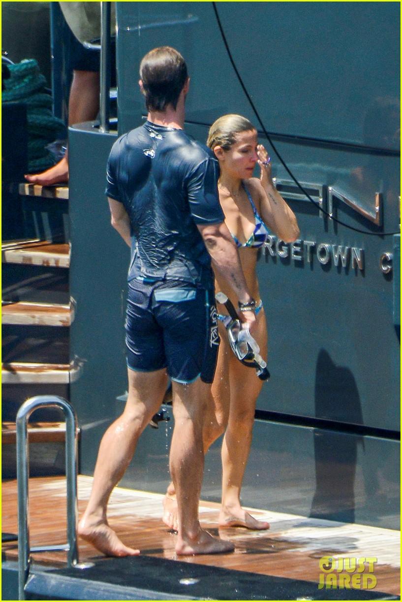Shirtless Chris Hemsworth Amp Bikini Clad Elsa Pataky Show