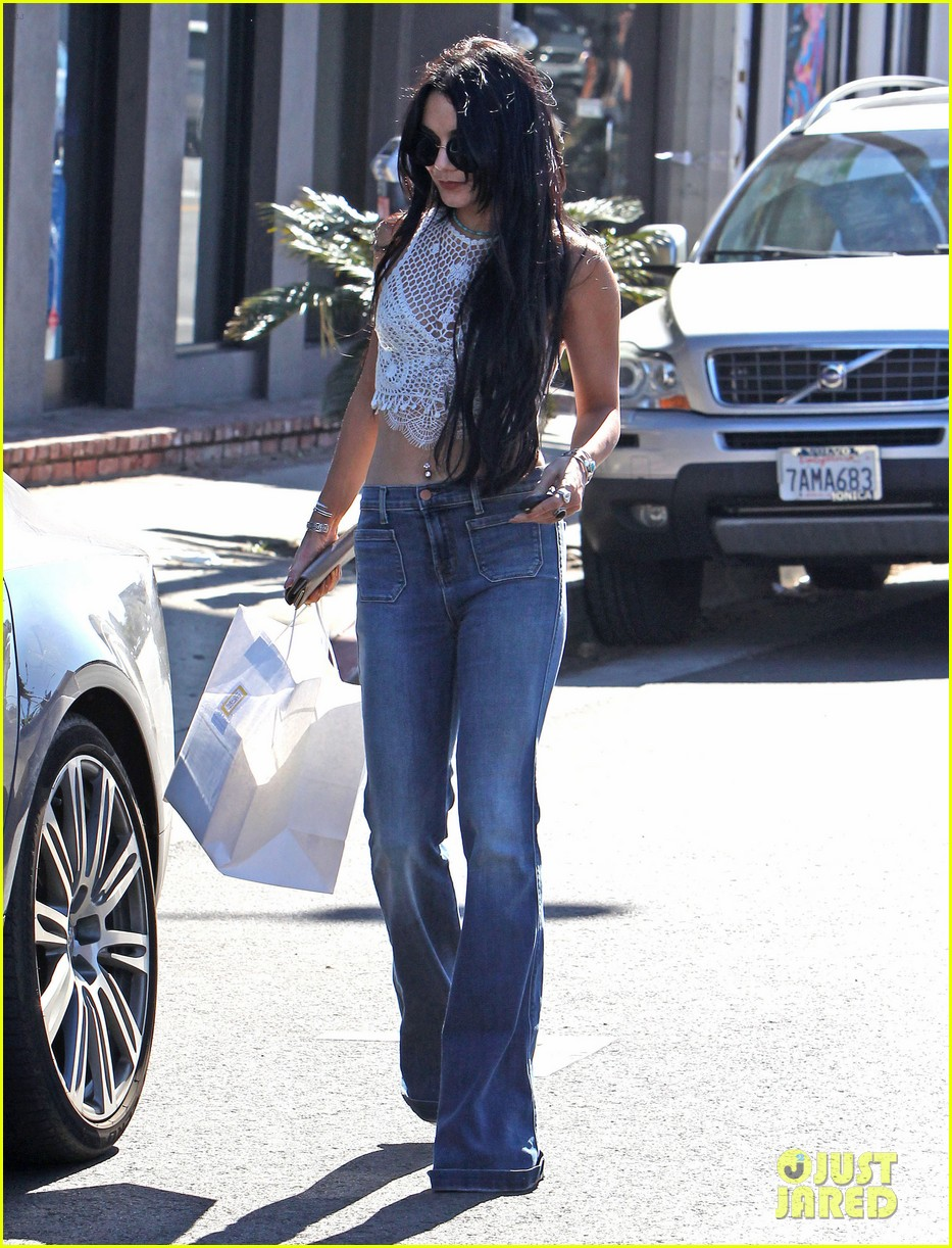 vanessa hudgens goes for long hair again 083418338