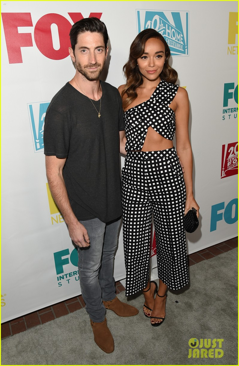 january jones ashley madekwe bring chic style to comic con party 043413501