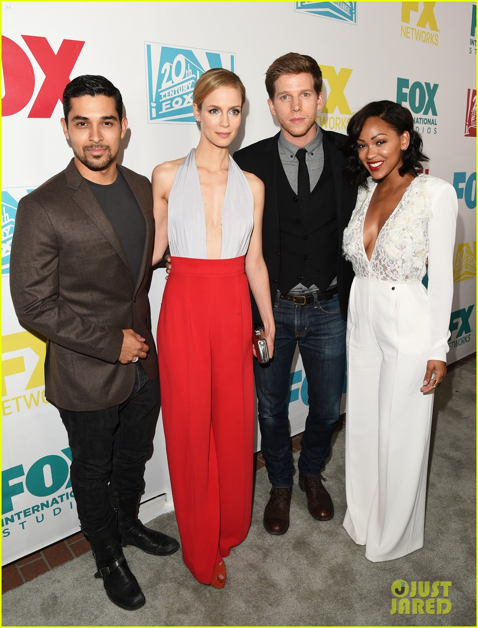 january jones ashley madekwe bring chic style to comic con party 053413502