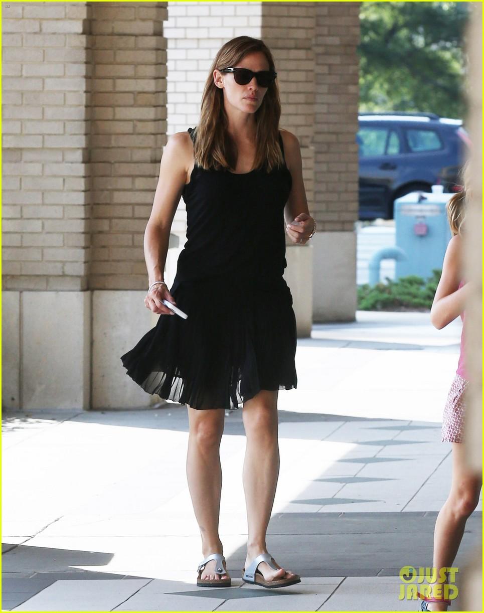 Jennifer Garner Wears Her Wedding Ring To Atlanta Party Store: Photo  3419317  Jennifer Garner Pictures  Just Jared
