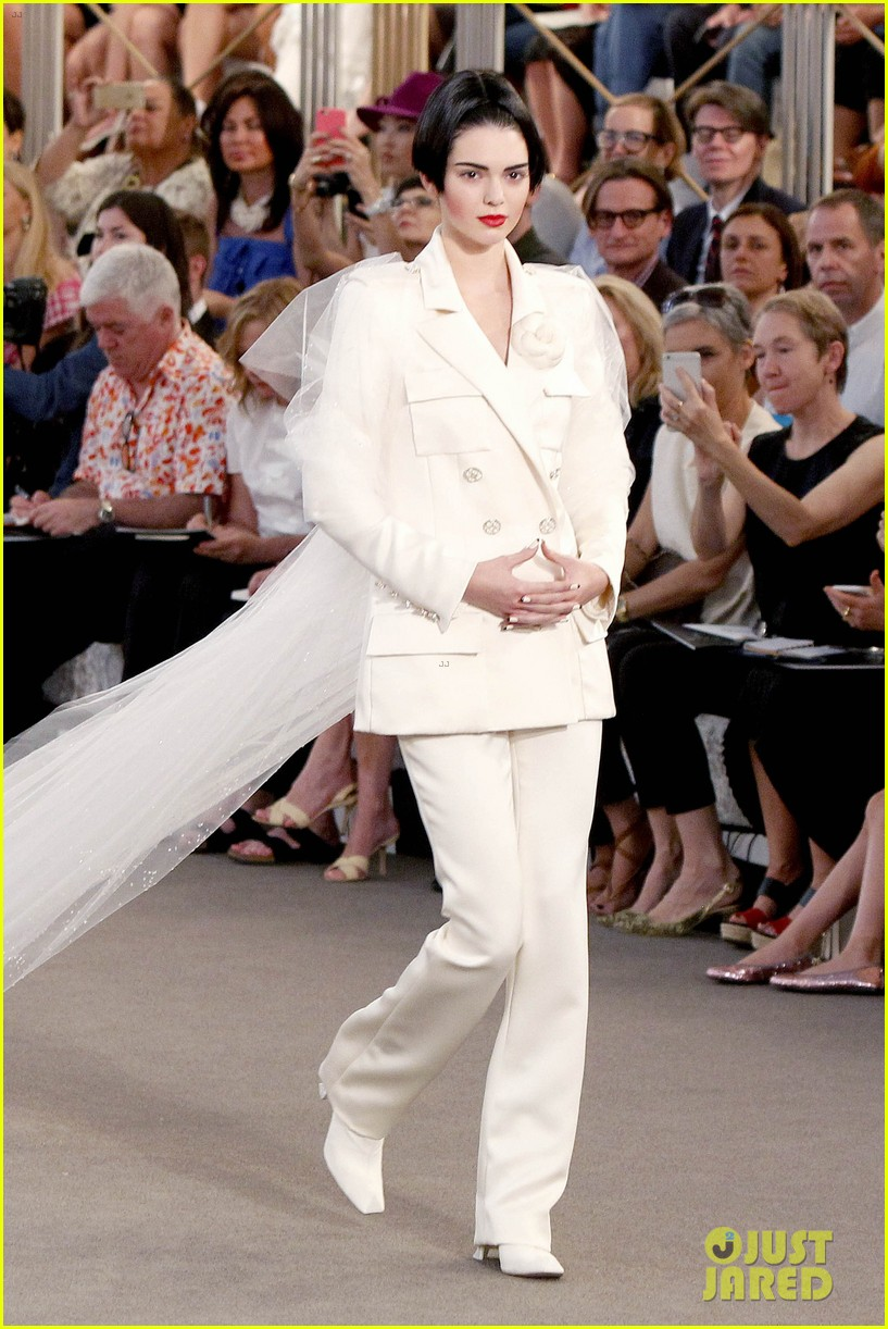 kendall jenner rocks short bob for karl lagerfeld at paris fashion week 073410318