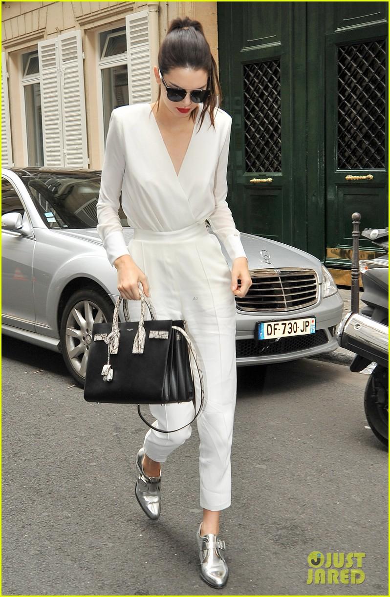kendall jenner rocks short bob for karl lagerfeld at paris fashion week 233410334