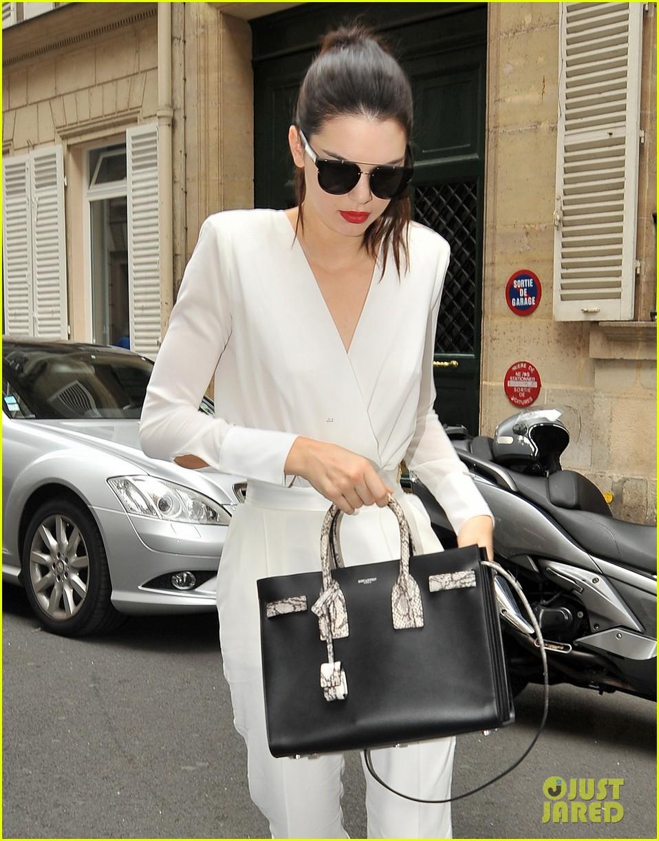kendall jenner rocks short bob for karl lagerfeld at paris fashion week 253410336