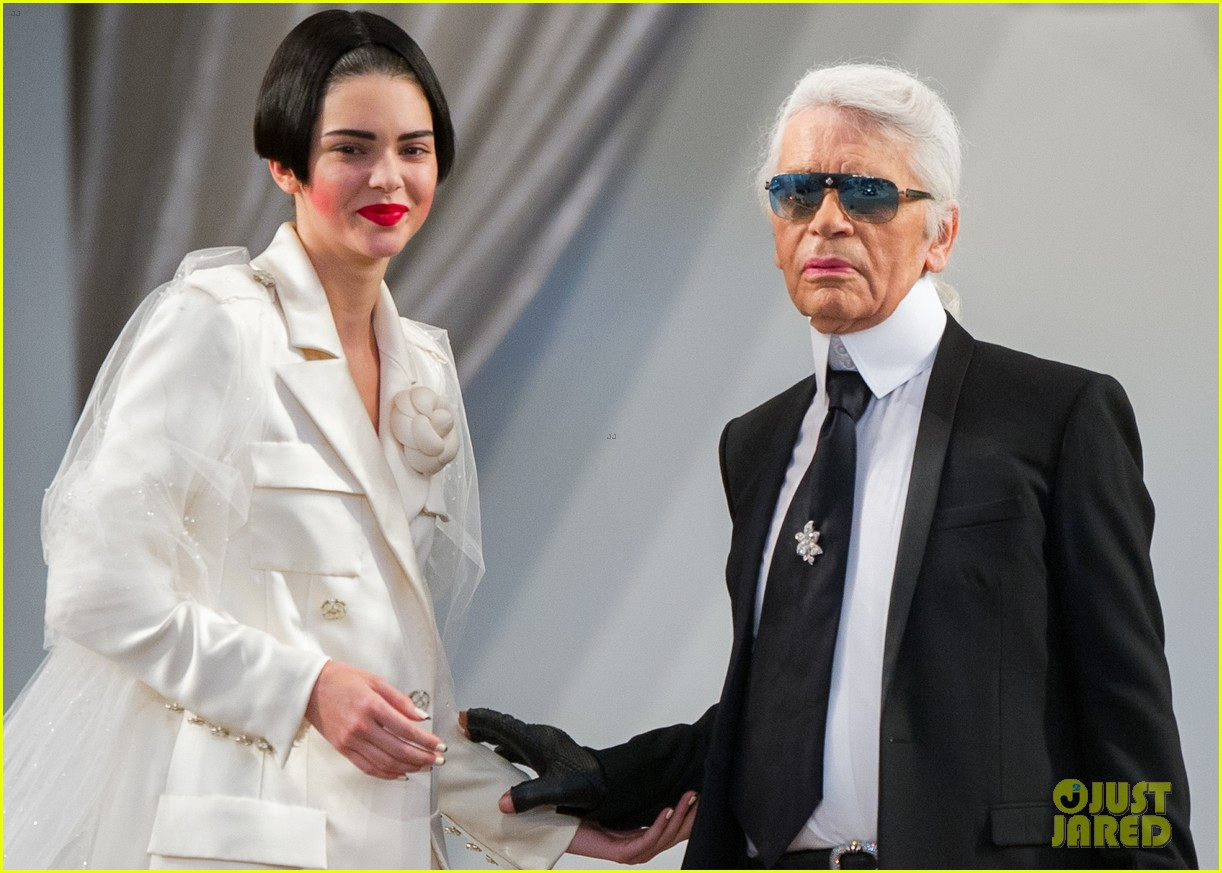 kendall jenner rocks short bob for karl lagerfeld at paris fashion week 303410341