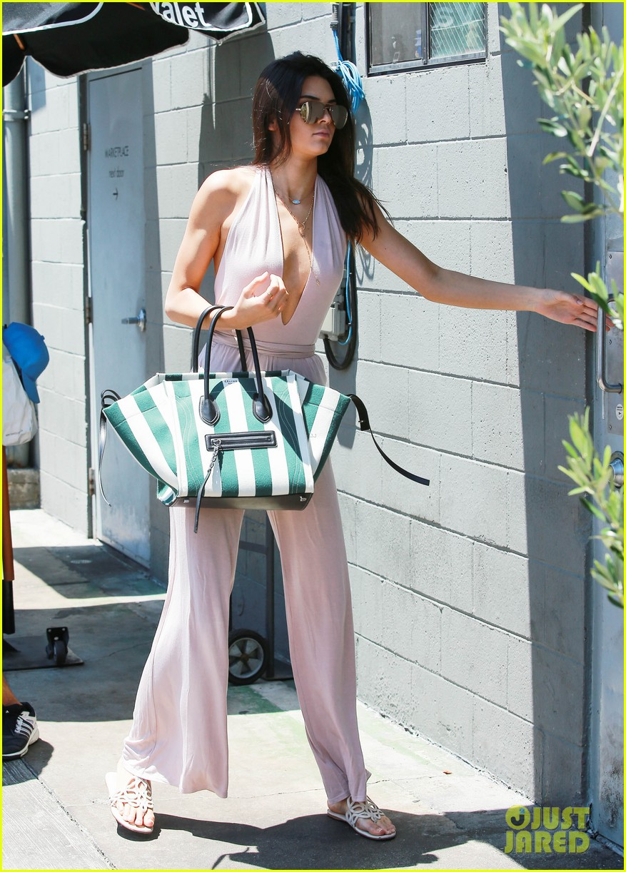 109cf347d392 Kendall   Kylie Jenner Lunch at Joan s on Third After ESPYs  Photo ...