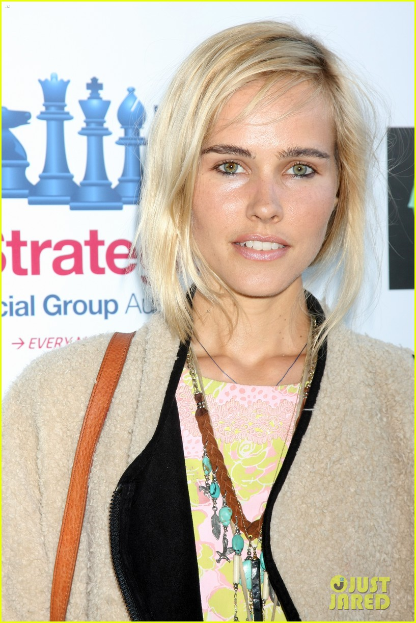 isabel lucas plays herself in that sugar film watch trailer here 023421003