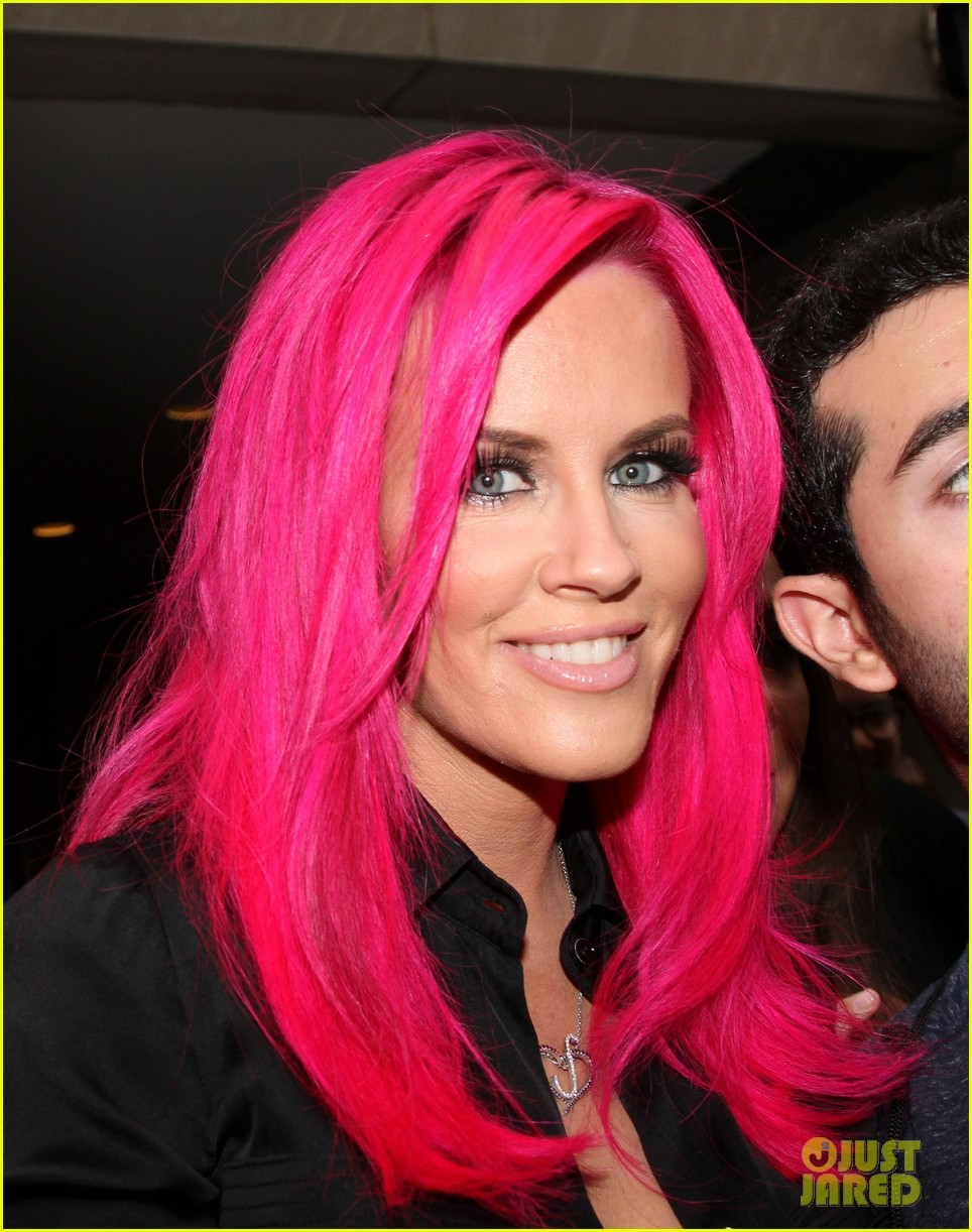 Jenny Mccarthy Dyes Her Hair Hot Pink See Her New Look