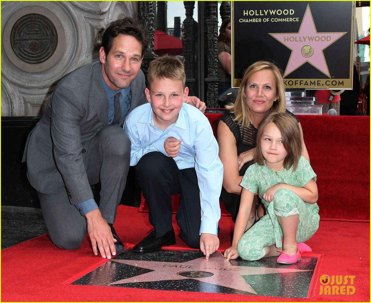 http://cdn01.cdn.justjared.com/wp-content/uploads/2015/07/paul-farts/paul-rudd-hollywood-walk-of-fame-star-03.jpg