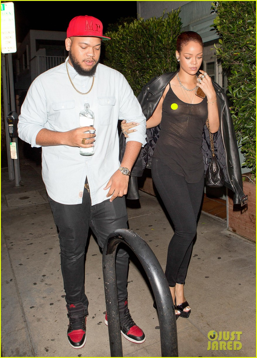 rihanna exposes herself leaves dinner with brother 063406273