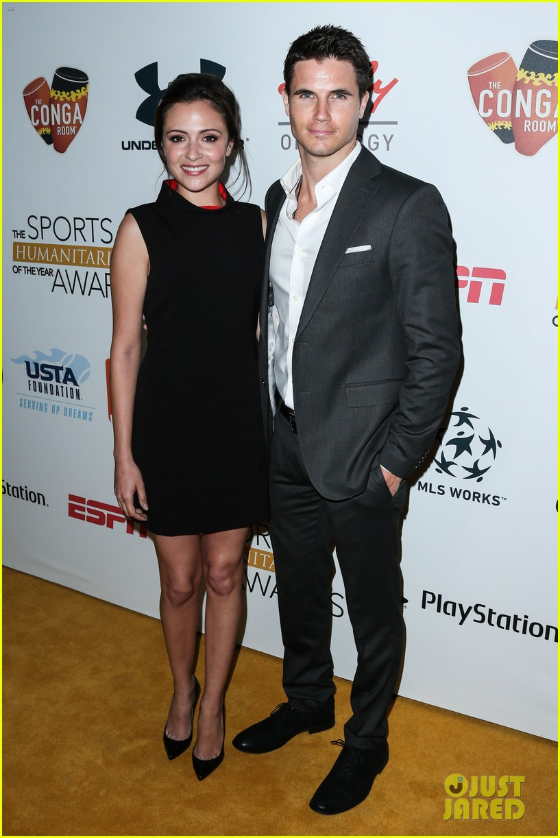hilary swank robbie amell honor change makers 043416608