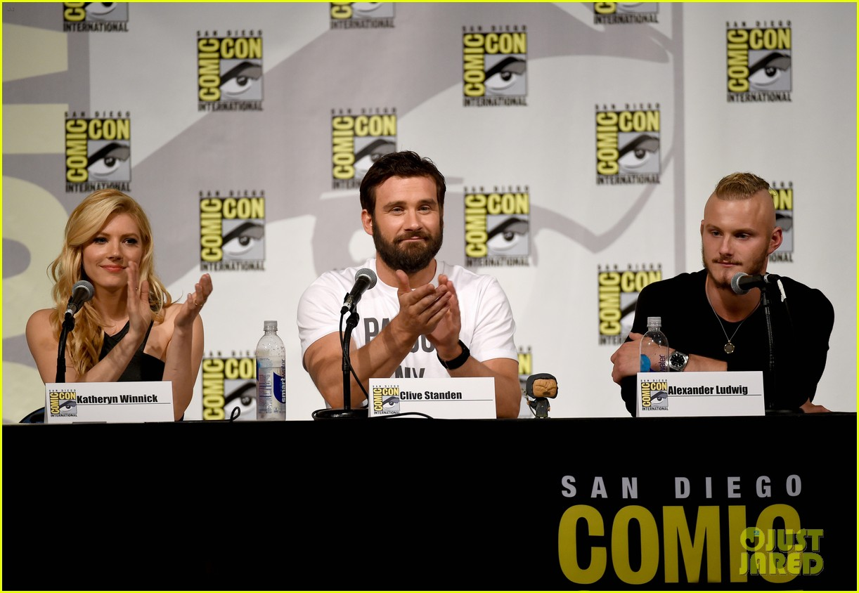 vikings cast steps out at comic con debuts new trailer 08