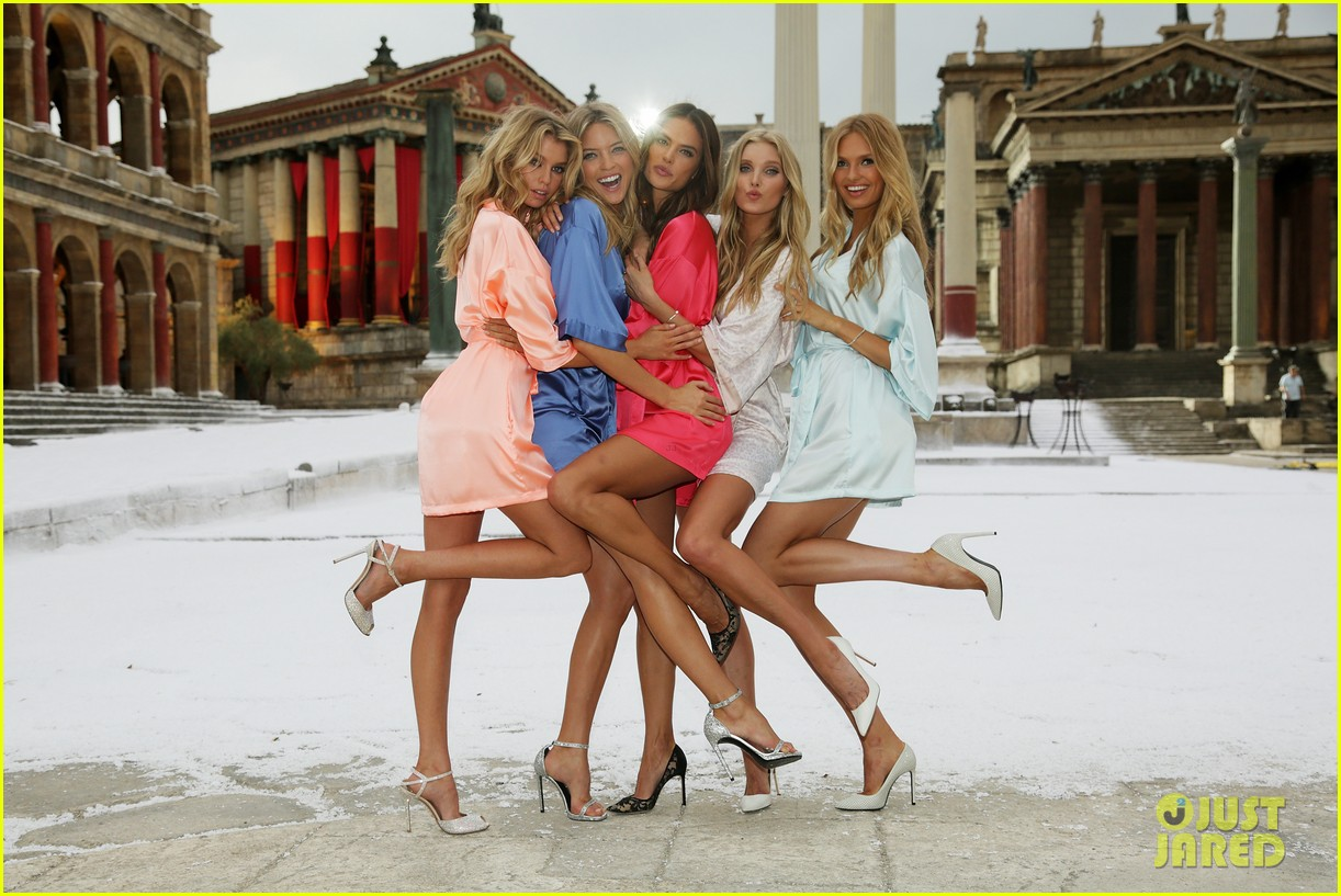 victorias secret angels take over rome for holiday shoot