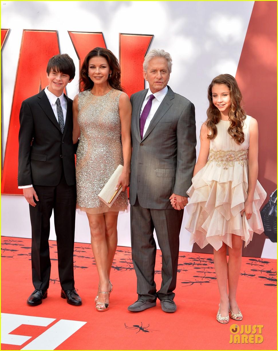 http://cdn01.cdn.justjared.com/wp-content/uploads/2015/07/zeta-ant/michael-douglas-catherine-zeta-jones-kids-ant-man-01.jpg
