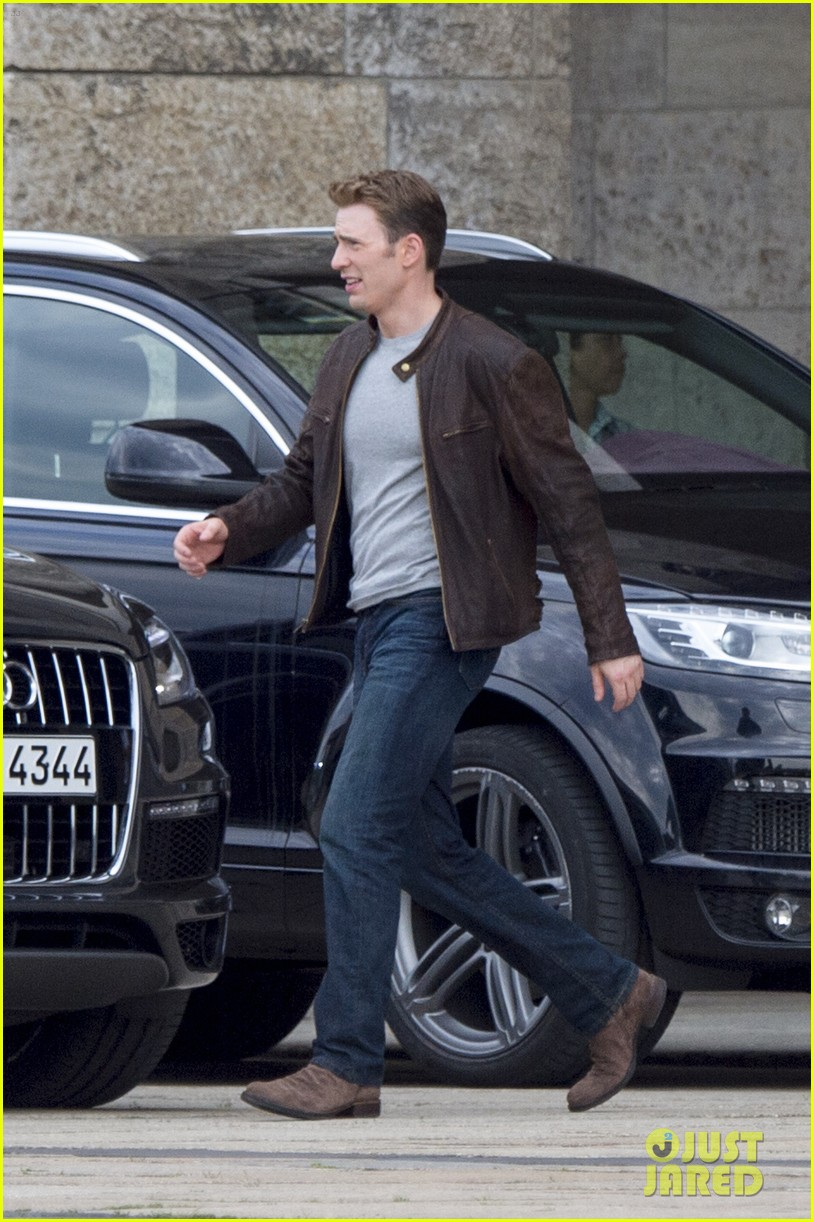 Franchise Marvel/Disney #3 Chris-evans-films-captain-america-in-berlin-04