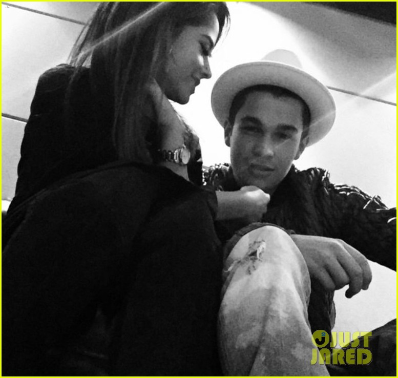 austin mahone admits hes dating becky g Et also caught up with pitch perfect 2 actress hailee steinfeld at the jingle ball event, and she cleared up her own dating rumors.