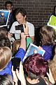 benedict cumberbatch mob outside hamlet 15
