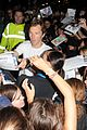 benedict cumberbatch mob outside hamlet 25