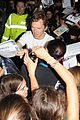 benedict cumberbatch mob outside hamlet 26