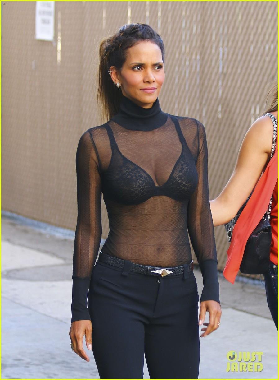 фото девушки в прозрачной блузке без лифчика красоткой деньги отправился