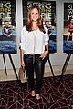 alison brie shows off her engagement ring at sleeping with other people 04
