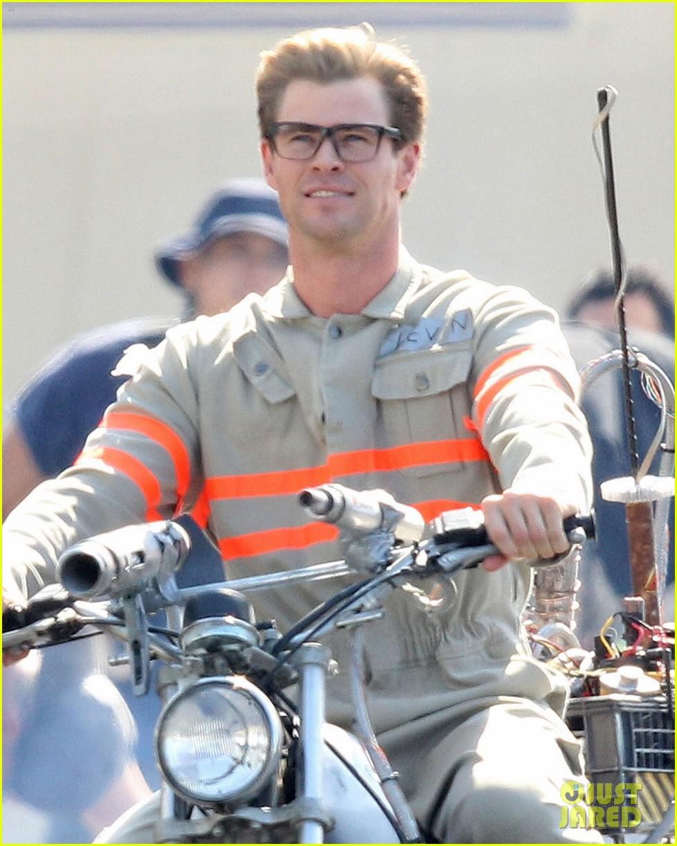 Chris Hemsworth Wears u0027Ghostbustersu0027 Costume on Set!  sc 1 st  Just Jared & Chris Hemsworth Wears u0027Ghostbustersu0027 Costume on Set!: Photo 3440492 ...