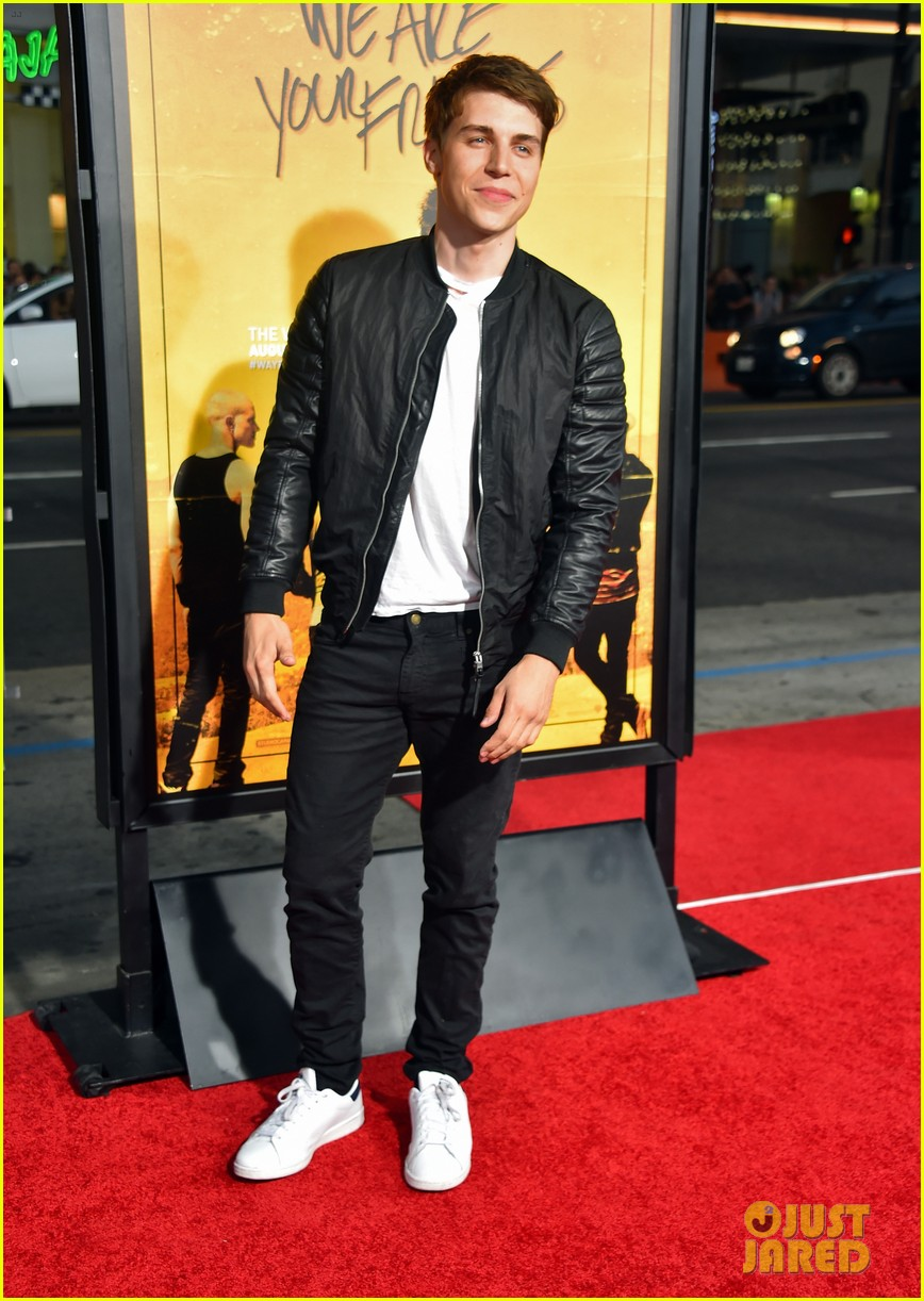 jonny weston shiloah fernandez we are your friends premiere 253442976