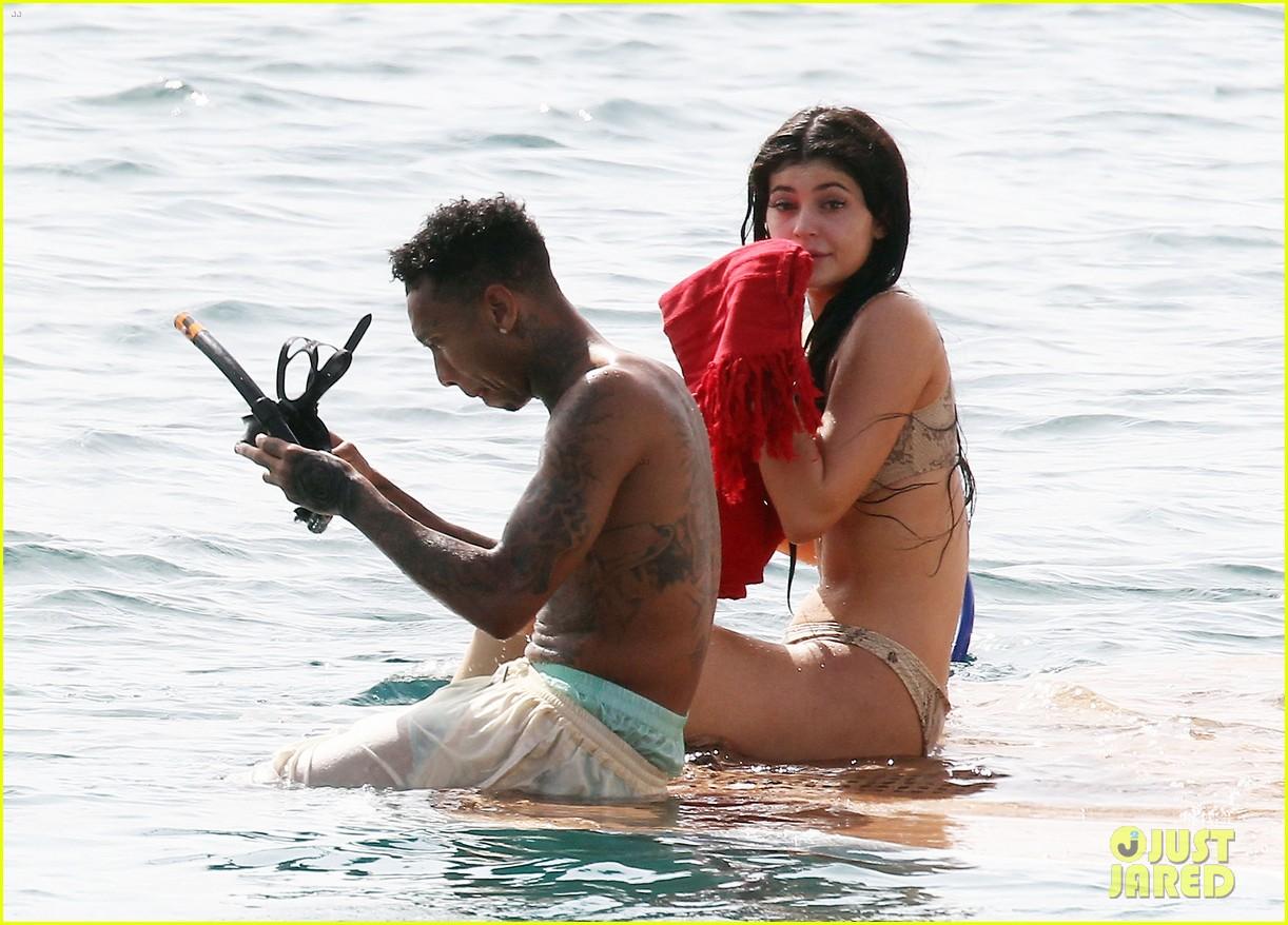 Photo shoot kloe kardashian in bikini