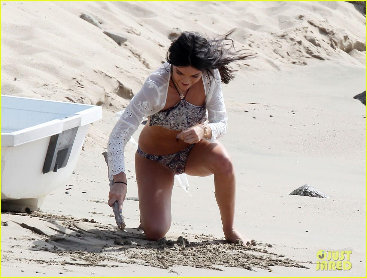 kendall kourtney kardashian bikini st barts beach 133442817