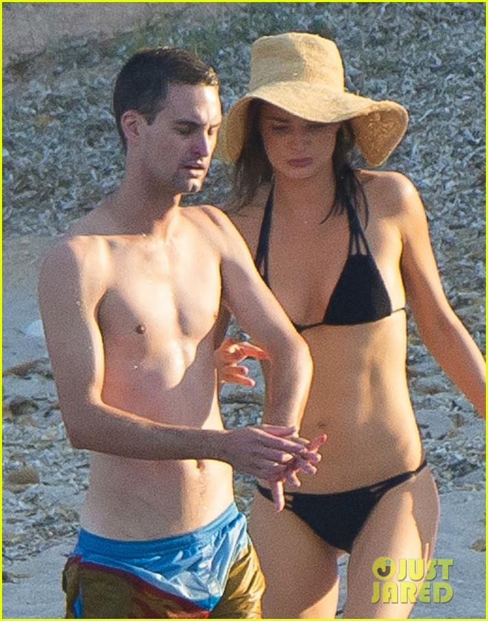 Miranda Kerr & Snapchat's Evan Spiegel Flaunt Their Love ... миранда керр и эван шпигель